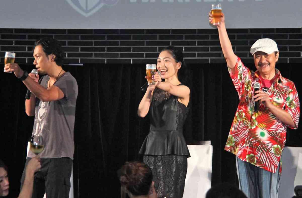 人気声優・坂本真綾、初体験にドキドキ!ビール片手にファンと交流! - シネマトゥデイ
