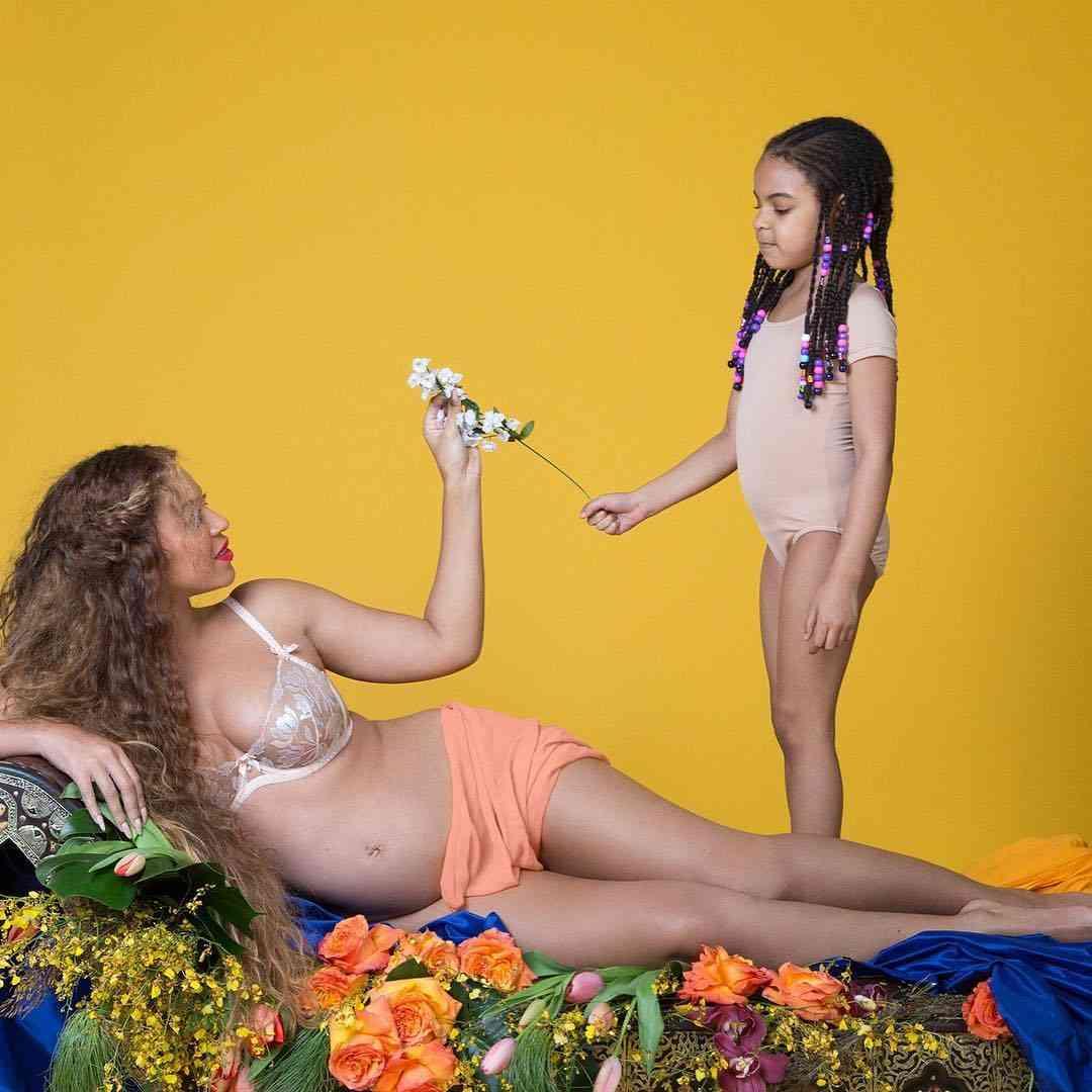 """ビヨンセがマタニティーフォトの新作を公開 妊婦ならぬ""""ニンフ""""がごとき神々しさ"""