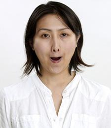 口元に自信が持てる、口周りストレッチ:日経ウーマンオンライン【顔筋トレで、なりたい顔の作り方】