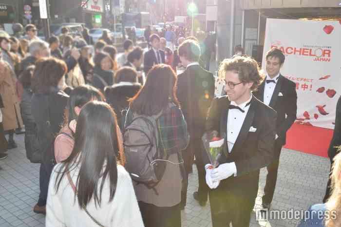 """謎の超イケメン集団、渋谷に突如出現!女子を興奮させた""""イケメンサービス""""って何?"""