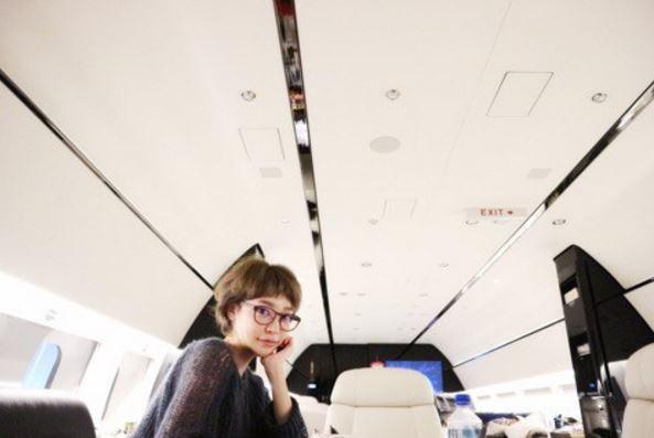 23歳大沢ケイミ、プライベートジェットの写真を公開