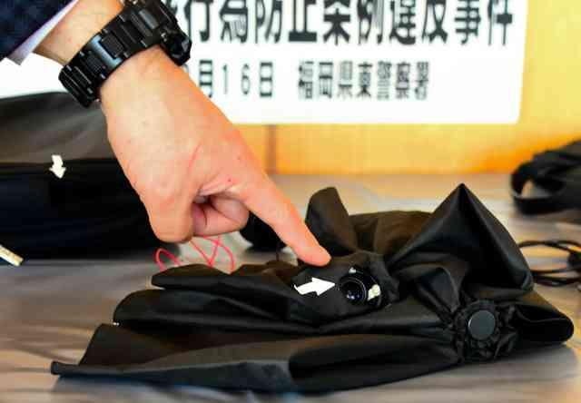 傘にカメラ、盗撮容疑で会社員逮捕 千人被害か