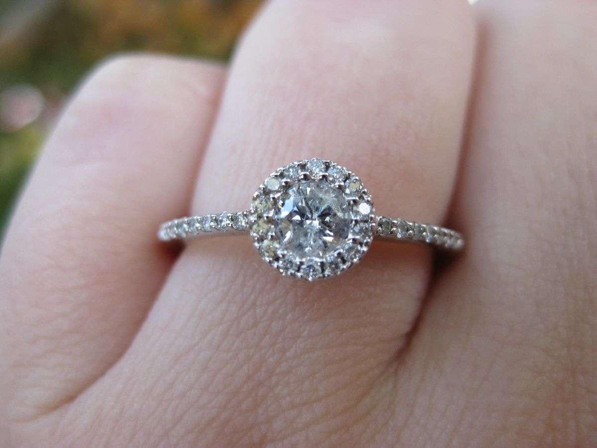 婚約指輪を買わない人が急増!? - NAVER まとめ