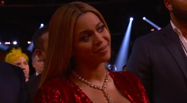 アデル、グラミー賞の受賞スピーチでビヨンセを称賛し涙を誘う【動画】 - AOLニュース