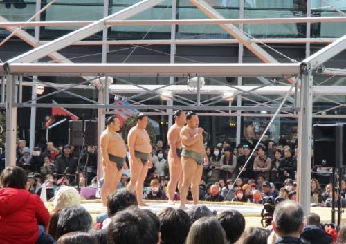 グランフロント大阪で春場所PR 4000人が詰めかける (スポーツ報知) - Yahoo!ニュース
