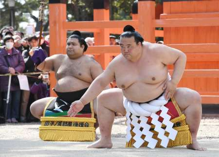 <大相撲春場所>4横綱、奉納土俵入り 12日初日 (毎日新聞) - Yahoo!ニュース