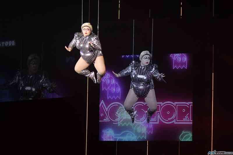 渡辺直美が飛んだ! レディー・ガガに扮しTGC初フライングで観客圧倒