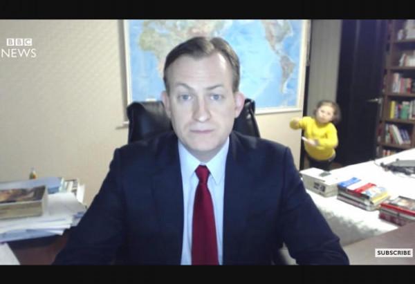 真面目なニュースが台無し!?生中継のインタビュー中に子供が乱入、面白すぎる展開に - Spotlight (スポットライト)