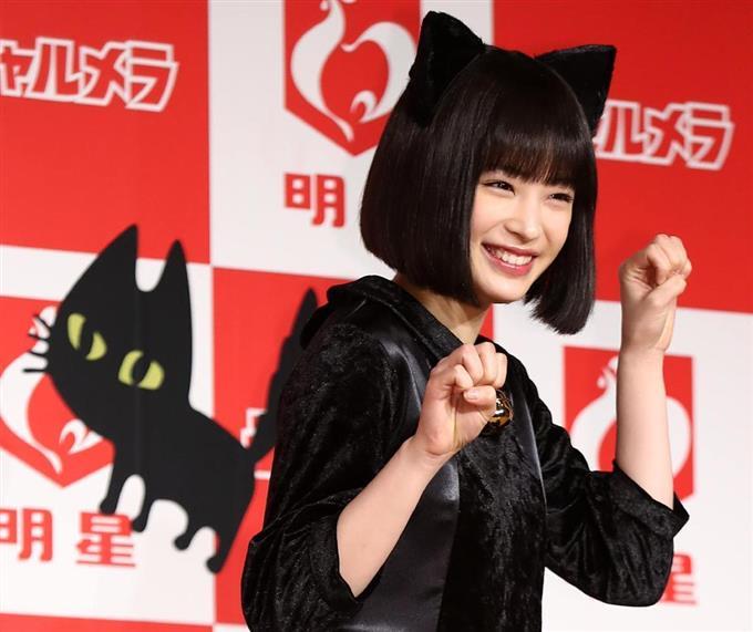 """広瀬すず「チャルメラ」新CMで""""猫ポーズ""""披露「人を卒業して猫になりました」"""