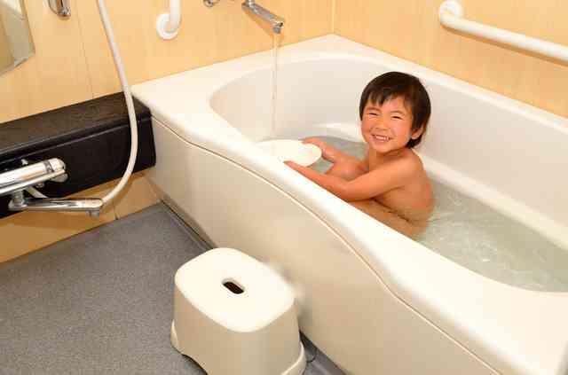 「いつから一人でお風呂に入れる?」子供が一人でお風呂に入り始める<年齢>と<準備方法> | 東京ガス ウチコト