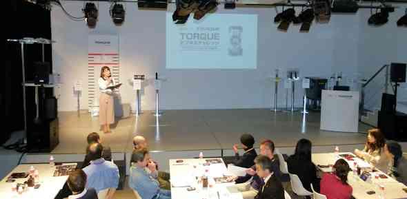 TORQUE X01が「最強のタフネスケータイ」である理由は? auのユーザーイベントで体験 - ITmedia Mobile