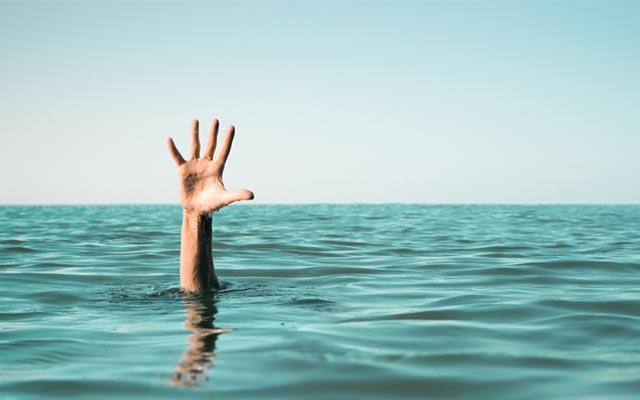「海でおぼれている恋人と親友、どちらを助ける?」 これがベストアンサーかも¥