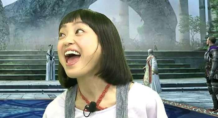 金田朋子の声を専門家が分析 毎日聞くと頭痛や吐き気の要因になる可能性