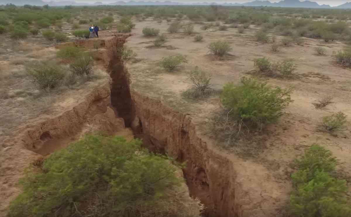 アリゾナ州に出現した地割れ275キロ!地震もないのに…原因は? - エキサイトニュース