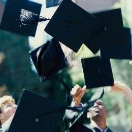 大学の卒業式に両親を呼んだ人は約4割! 社会人の先輩に聞いてみた | 卒業式の袴特集 | マナー・ファッション | フレッシャーズ マイナビ 学生の窓口