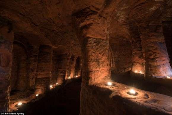 【画像】ウサギの巣穴ほどの小さな穴の奥には…テンプル騎士団の驚くべき秘密の地下洞窟