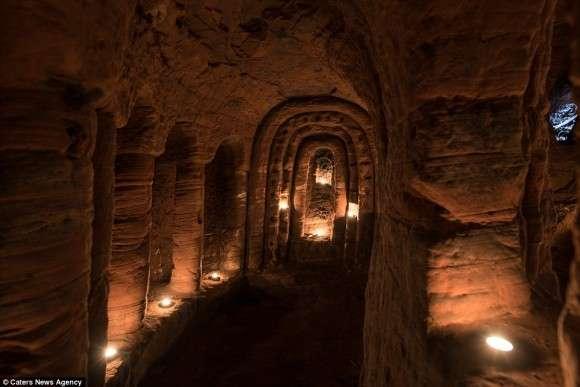 ウサギの巣穴ほどの小さな穴の奥には・・・テンプル騎士団の驚くべき秘密の地下洞窟 : カラパイア