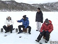 ワカサギ釣り4人転落 「氷割れる」周囲から警告 釣りの穴場、規制なく 岩手・奥州市