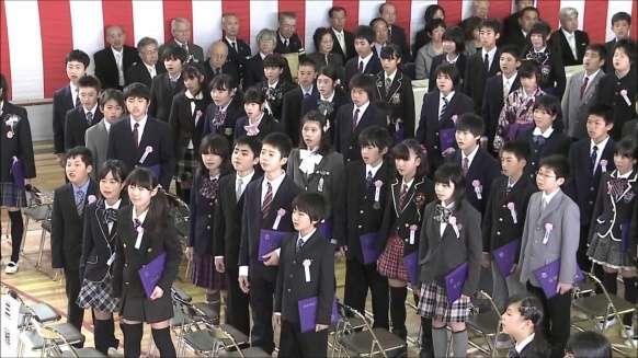 小学卒業式、増える袴姿 華美な衣装、自粛呼び掛けも