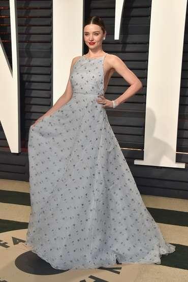 セレブのドレス姿を貼ってウットリするトピ