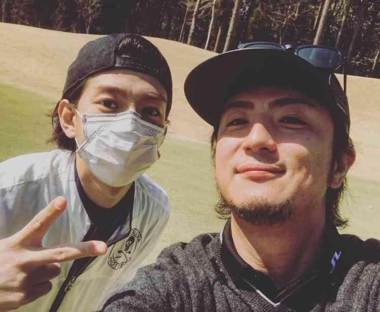 三浦翔平、上地雄輔とゴルフ楽しむも「花粉嫌い…」