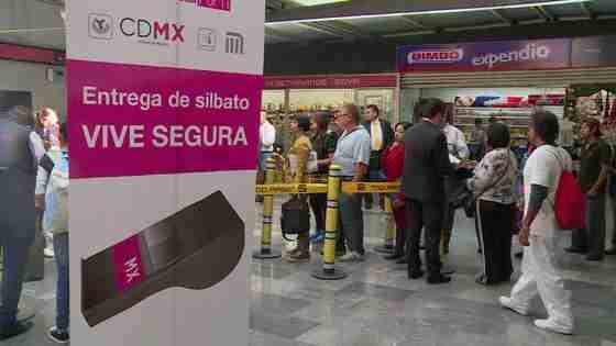 メキシコ市、地下鉄駅で防犯笛を無償配布 痴漢・レイプ対策で - 公式映像 - Yahoo!映像トピックス