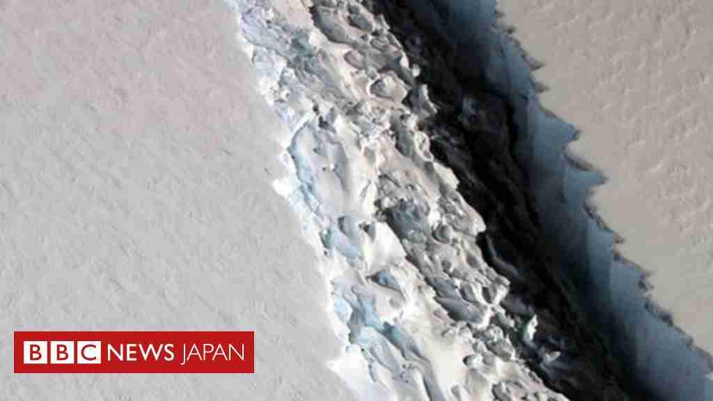 南極の棚氷に亀裂 巨大な氷山が海に? - BBCニュース