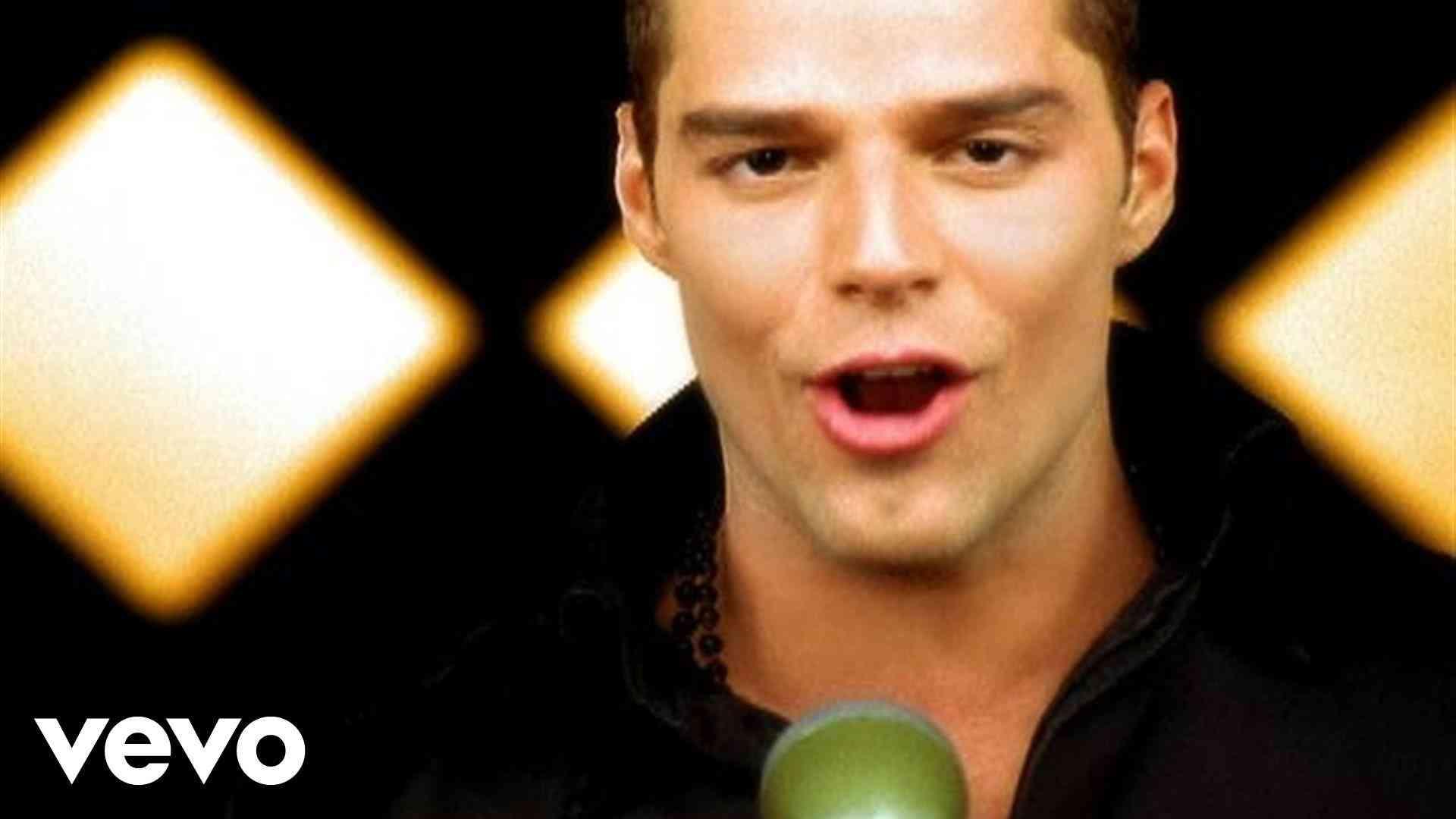 Ricky Martin - Livin' La Vida Loca - YouTube