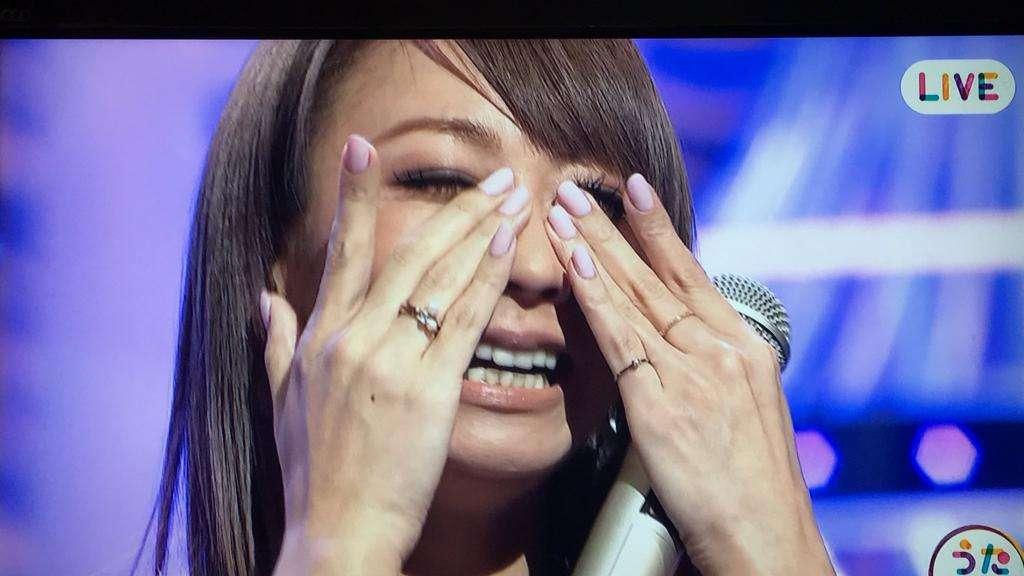 """倖田來未が歌いながら""""黒い涙"""" 『うたコン』生放送で「泣いちゃったー」"""