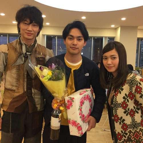 柳楽優弥が27歳に!綾野剛と二階堂ふみがお祝い   ニュース   テレビドガッチ