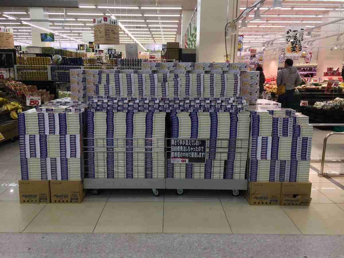 5000個も誤発注されたクリームシチュー。地元民の協力で733個売れるも、あと4267個…もう無理だ…