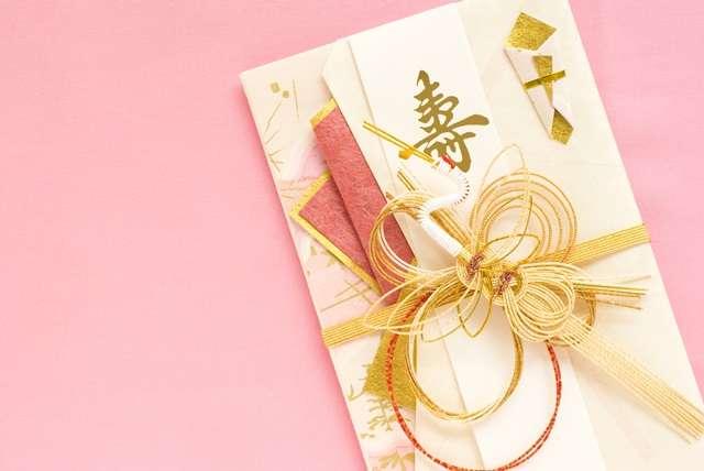 お金がなくても兄弟への結婚のお祝いは5万円以上が常識ですか?