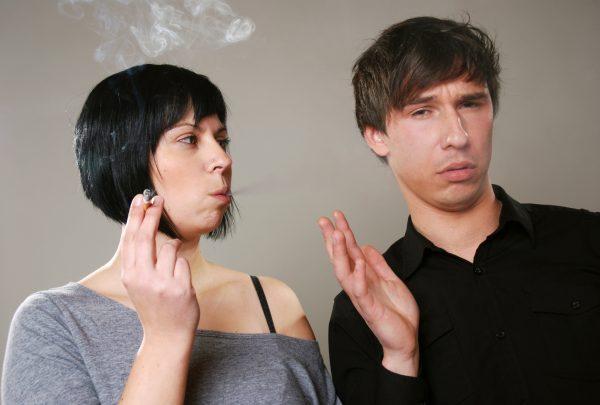 クサッ!服のタバコ臭より…独身男が内心悲鳴な「女性のニオイ」1位は - VenusTap(ヴィーナスタップ)