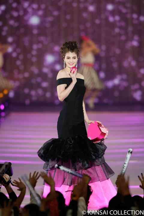 """KANSAI COLLECTION:マギーが""""バービー風""""ドレスで登場 反町、珠理奈、ぺこ&りゅうちぇるらもランウエー - MANTANWEB(まんたんウェブ)"""