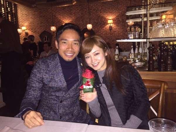 長友佑都&平愛梨、ブログにツーショット写真 「妻とディナーに」