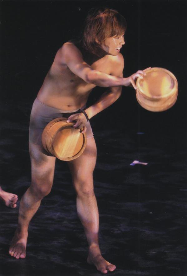 【裸注意】ジャニーズの伝統芸「桶ダンス」とは!?裸と桶で肉体美を見せつける