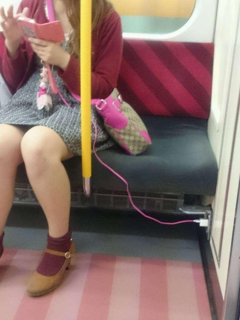 電車の優先座席って空いてても座っちゃダメなんでしょうか?