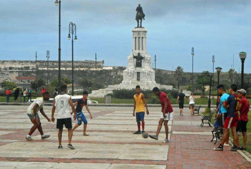 野球少年どこへ?キューバ「国技」脅かすサッカー熱 - 野球の国から - 野球コラム : 日刊スポーツ