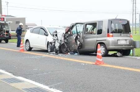 センターラインをはみ出し対向車と衝突、同乗者死亡→対向車側に4000万円の賠償命令??