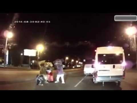 事故る ⇒ スポンジボブ出てくる ⇒ボコられる まじで笑える謎動画wwwwwwwwwwwwww - YouTube
