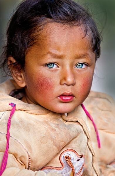 目の色って薄い方が可愛いんですか?
