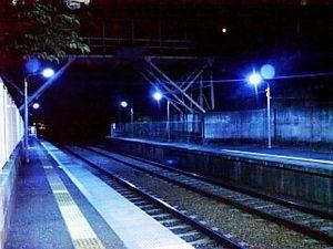【存在しない駅】異次元の駅に降りてしまった人たちの怖い話【時空の歪み】 - NAVER まとめ