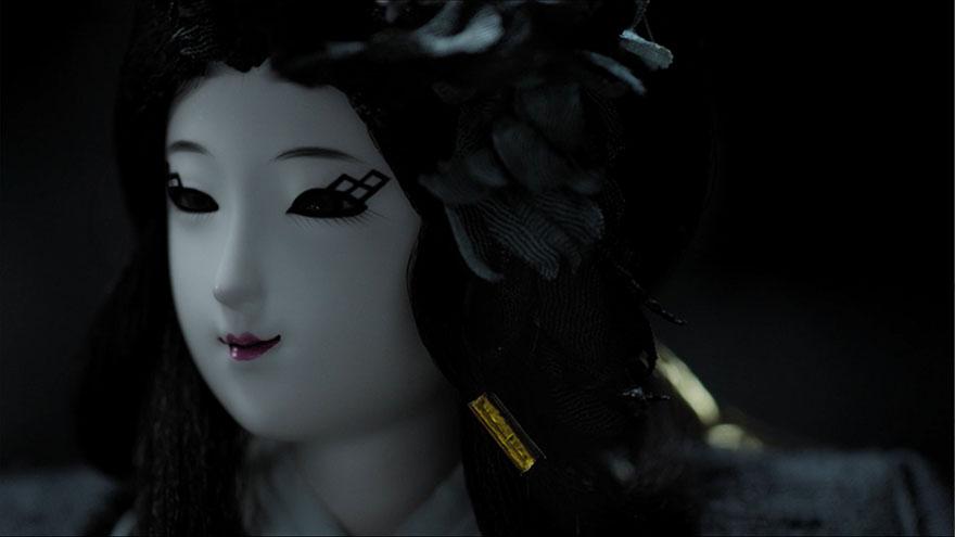 【必見】ひな人形だと思ったら「ガチで本物の人間」だった! ザ・エクストリームひな祭り動画が凄い件 | バズプラスニュース Buzz+