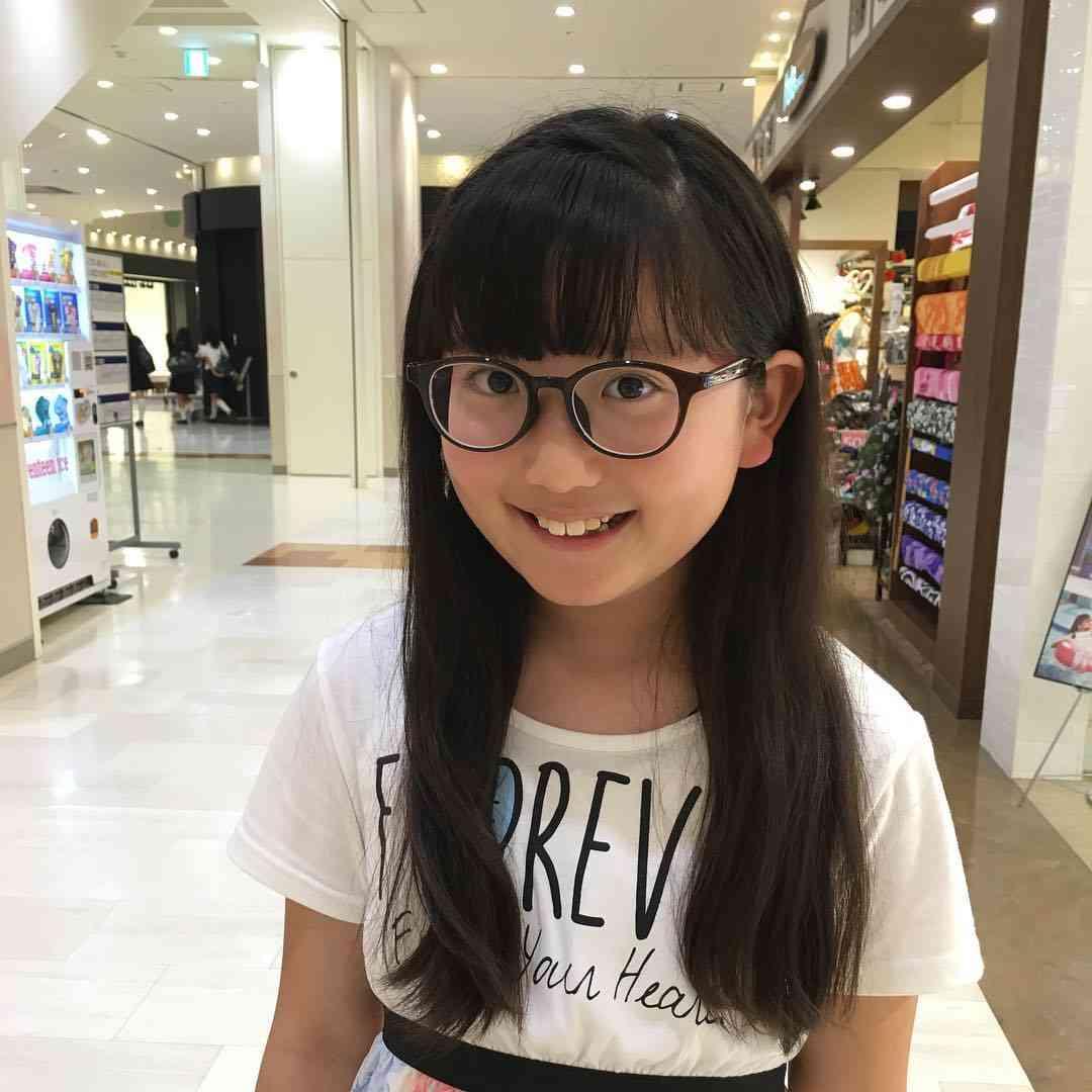 メガネを買わされたー!! #日常#暮らし#毎日#つぶやき#お出かけ#娘#女の子#次女#小学生#小学5年生#10歳#メガネっ子#メガネ  次女は視力がものすごく悪い。  家族の中でたった一人だけメガネち - cumin_seed