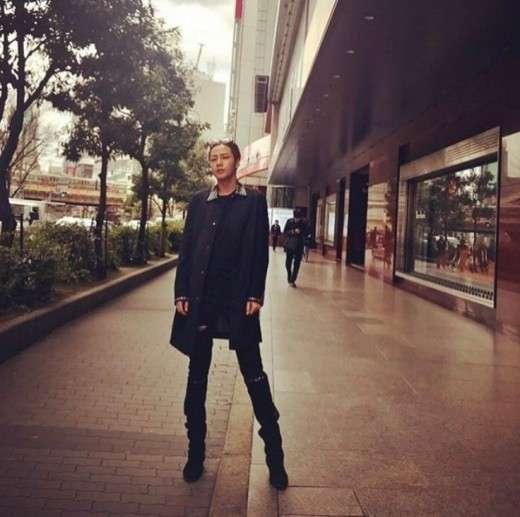 【画像】チャン・グンソク、SNS写真でスタイル盛りすぎだろww