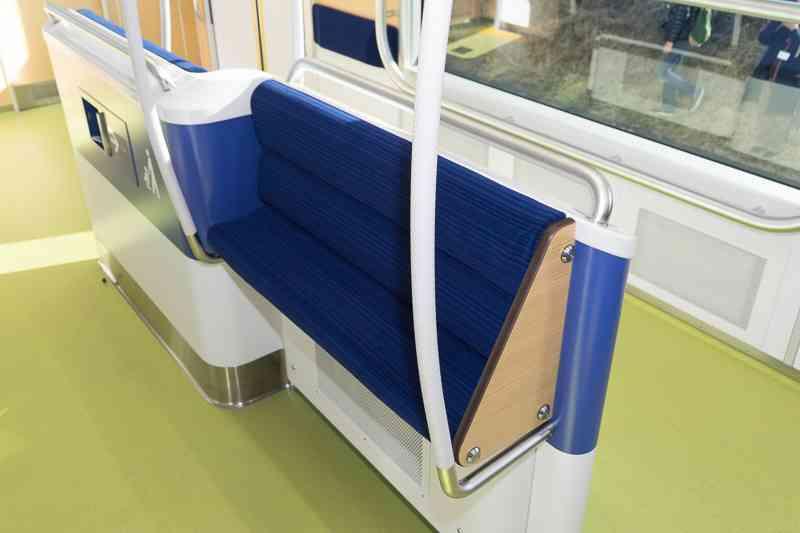 ベビーカーでも利用しやすい西武鉄道の新型通勤車両「40000系」3月25日から運行開始