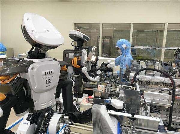 資生堂が組立工程に人型ロボットを試験導入 化粧品業界初