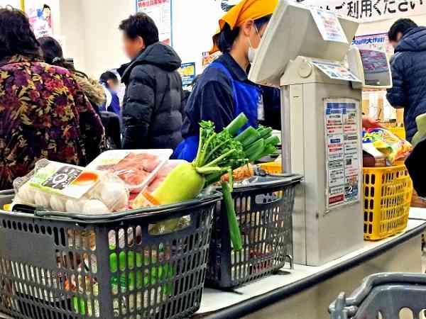 セルフレジは定着するか 消費者は「面倒くさい」と避けがち、利用率の低さから廃止する店も