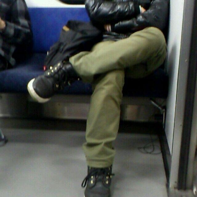 【画像】電車のコンセントからスマホ充電・・・窃盗の恐れも - NAVER まとめ