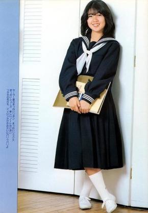 高校生はブレザーとセーラー服どっちがかわいい?